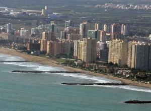 Blocchi di residenze costruiti sulla costa della Pobla de Farnals (Comunidad Valenciana)