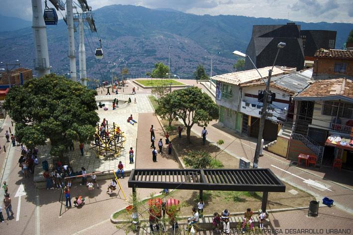 Vista dal quartiere Santo Domingo della biblioteca di Giancarlo Mazzanti, foto tratta da: www.archiportale.com