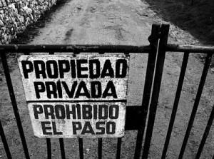 Proprietà privata - Divieto di transito